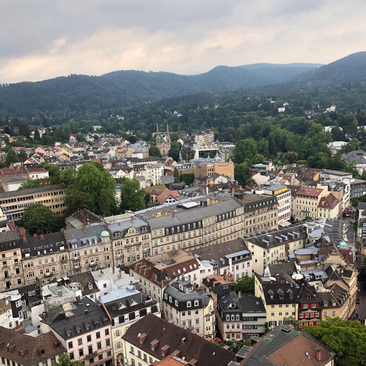 Der Ausblick von der Turmspitze der Stiftskirche über Baden-Baden