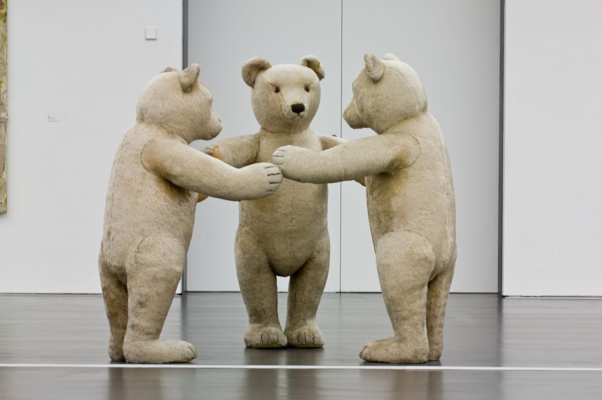 """Skulptur von Dieter Krieg - die drei """"Bären"""""""