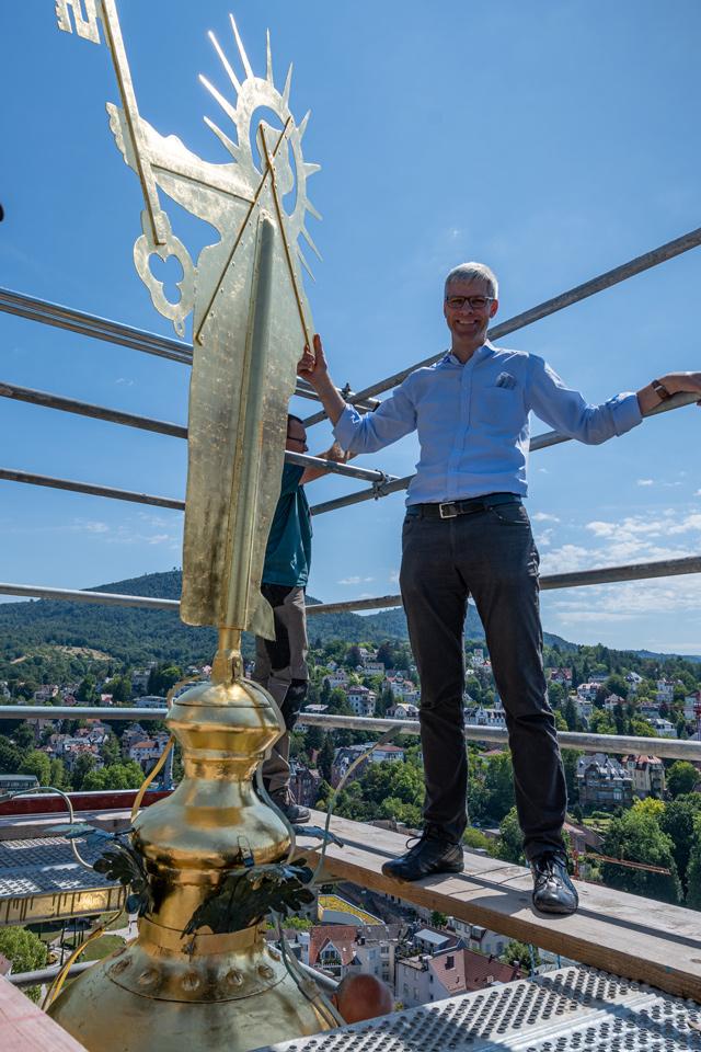 Petrus ist zurück auf der Turmspitze