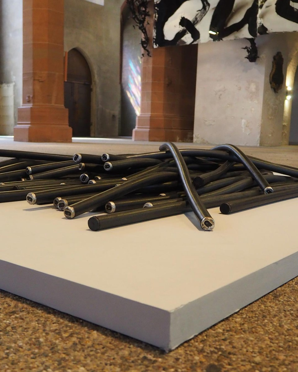 """Kunstwerk """"4Watt Lampen"""" von Dieter Krieg, ausgestellt in der Stiftskirche"""