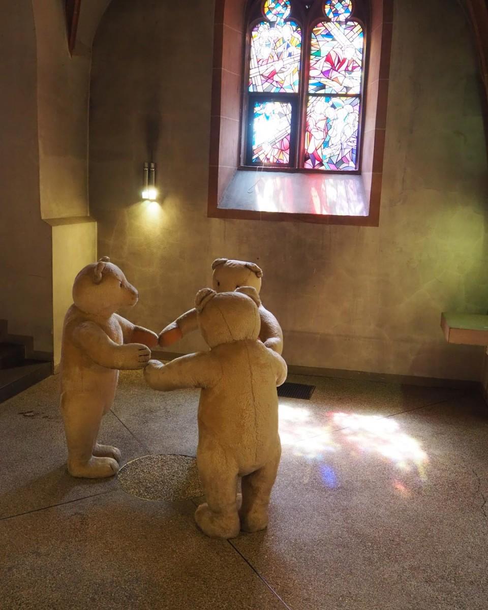 Die Bären von Dieter Krieg in der Taufkapelle der Stiftskirche