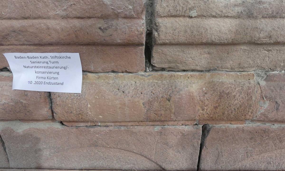 Zustand des Natursteins an der Stiftskirche nach der Restauration