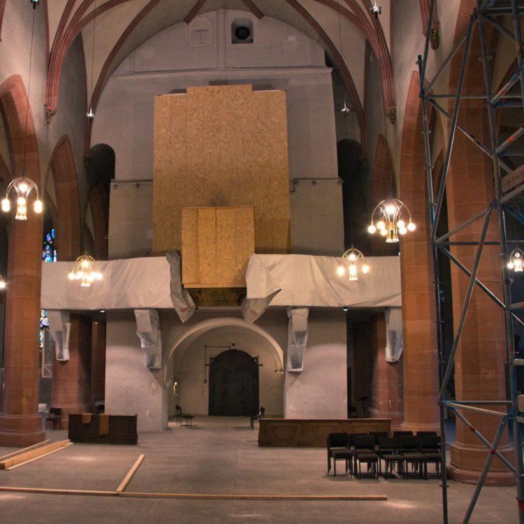 Die Orgel ist schon eingehaust