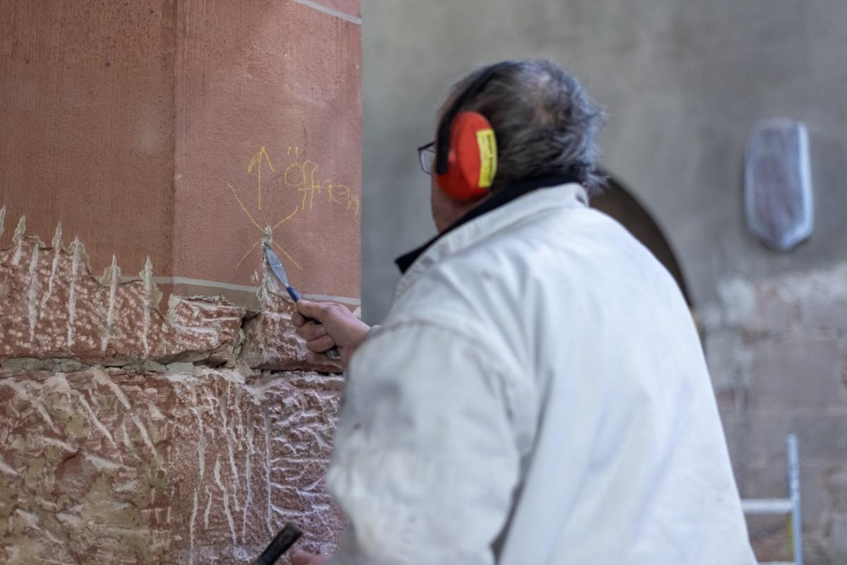 Renovierungsarbeiten an den Säulen der Stiftskirche Baden-Baden